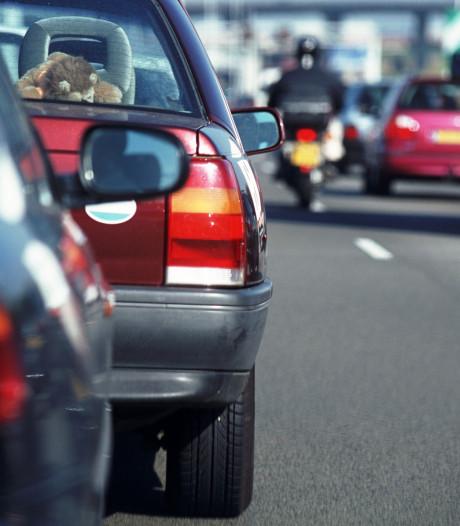 Ongeluk met vier auto's op A27 bij Nieuwendijk