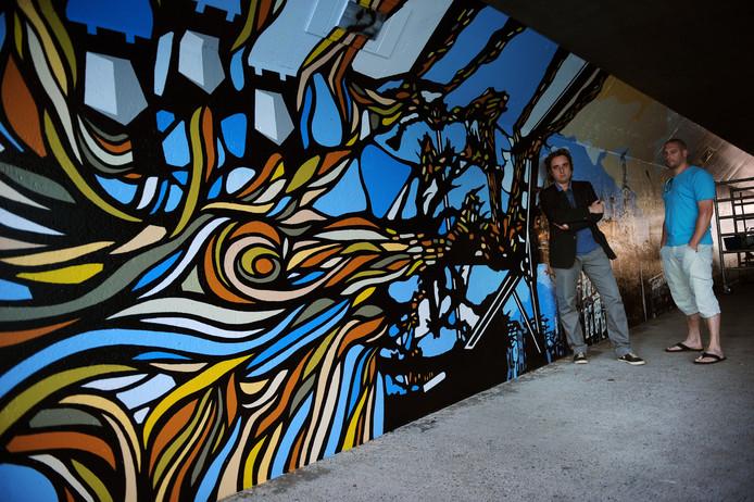 De Etten-Leurse kunstenaars Mario Pasetto en Stijn de Wilde op archiefbeeld in de tunnel.
