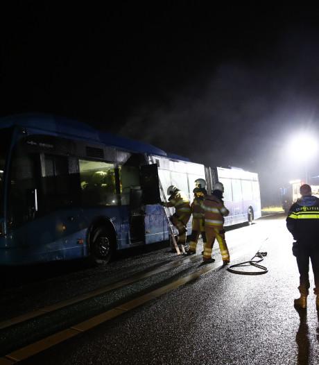 N50 bij Kampen enige tijd afgesloten vanwege brand in bus