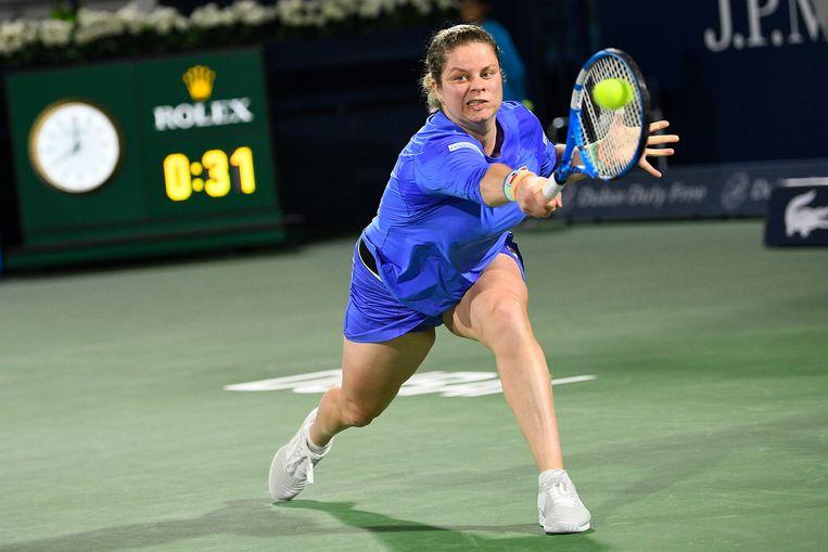Kim Clijsters maandag in haar partij tegen Garbiñe Muguruza tijdens het WTA toernooi van Dubai. Ze verloor in twee sets bij haar tweede comeback.   Beeld YORICK JANSENS / BELGA