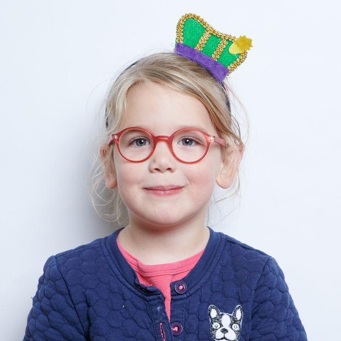 Kinderen poseren als hun 5-decemberheld en als zichzelf.