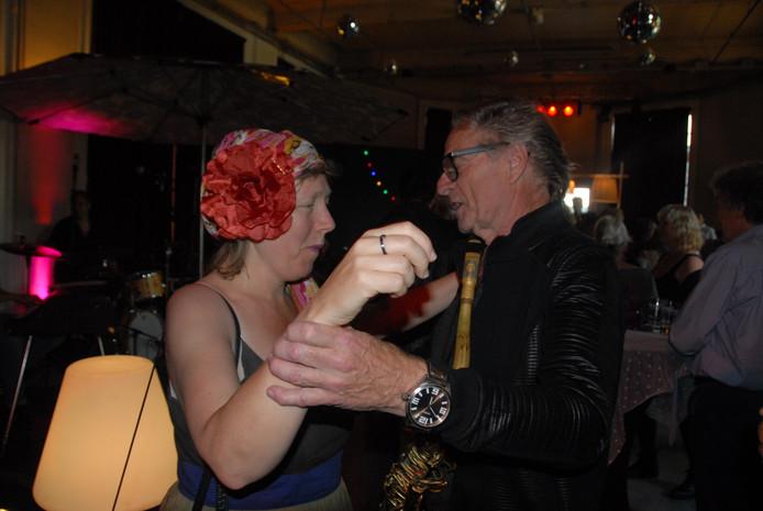 Hans Dulfer wist Brechtje Verboven te verleiden tot een dansje.