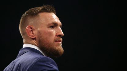 """McGregor begraaft strijdbijl met Tyson met whisky en jointje en lacht met nieuw gevecht Mayweather: """"Wie is die kleine lul?"""""""