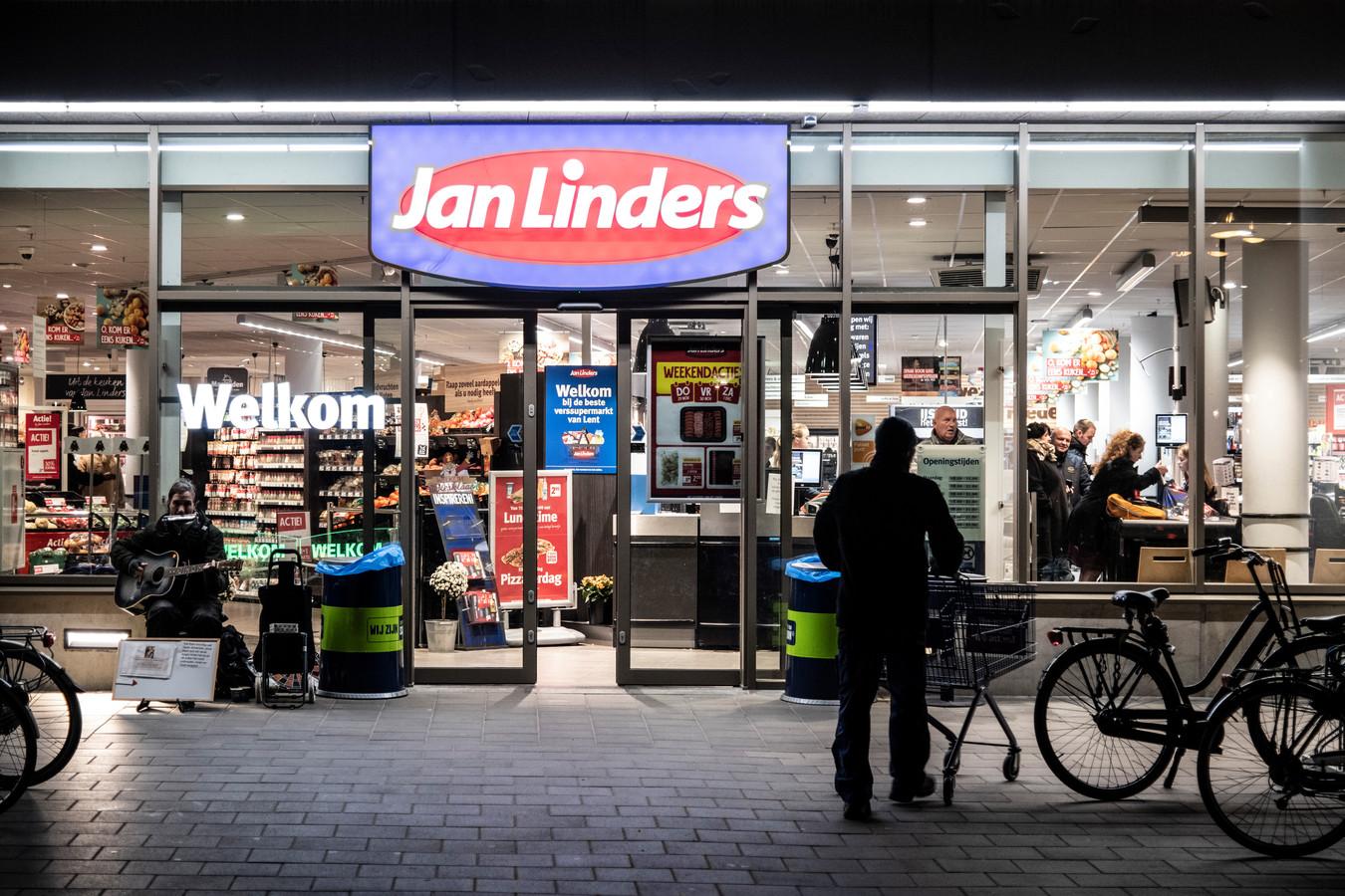 Supermarkt Jan Linders aan de Frankrijkstraat in Lent.