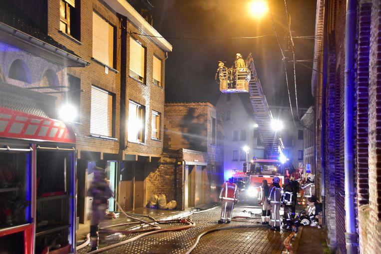 De aangestoken brand woedde in een dakappartement aan de Werf in Poperinge en richtte grote schade aan.
