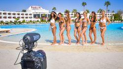 Combinatie van hitte, kraantjeswater en andere eetgewoontes velt Miss België-finalistes in Egypte