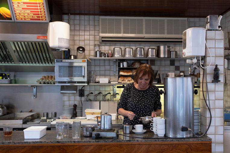 Koffiekiosk 't Pleintje uit 1937 wordt sinds mensenheugenis bestierd door Anja en haar man Frits. Beeld null