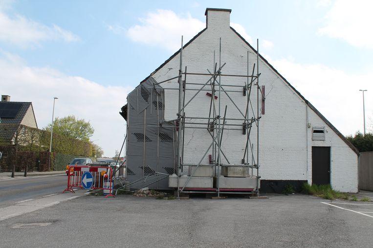 Het gebouw waarin 't Hoeveke is gevestigd, is momenteel gestut. De aanvraag tot heropbouw werd in eerste instantie afgeketst.