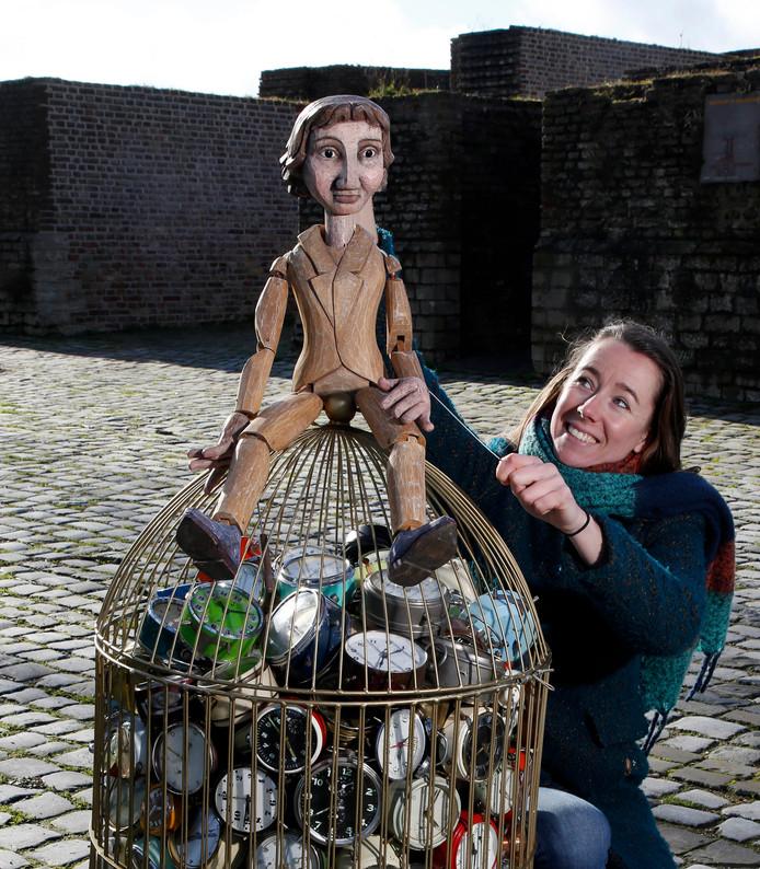 Marisa Laperdrix van Theater Lapstok is een crowdfundingsactie begonnen voor de voorstelling Stuk! Marionet Daan speelt de hoofdrol én een hele kooi met kapotte seizoenswekkers, uit het fictieve land van Pendule.