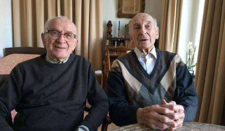 Cor en zijn vriend Sal in 'De kast, de kerk & het koninkrijk'. Beeld EO