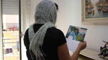 Ze verbergt haar gezicht sinds ze tegen maffia getuigde die haar man voor haar ogen neerkogelde. En ze doet mee aan Italiaanse verkiezingen. Om tij te keren