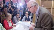 Video: Albert en Paola gaan stemmen