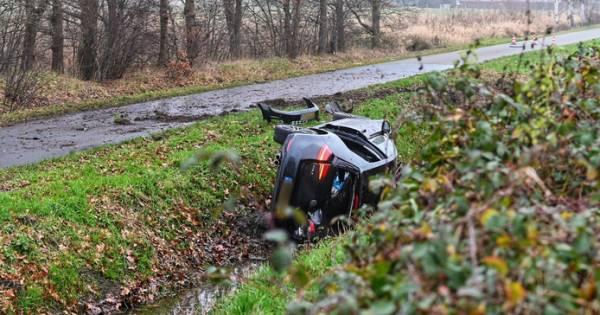 Gezin krijgt ongeluk op weg naar vliegveld, vader overlijdt.