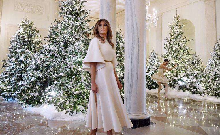 Melania Trump met op de achtergrond een ballerina die de Notenkraker danst Beeld epa