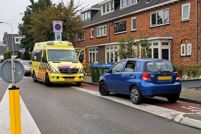 Een automobilist heeft donderdagochtend een fietser aangereden op de rotonde aan de Telefoonweg in Ede.