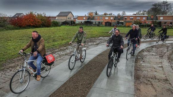 Het fietspad in stadsgroen Ghellinck werd een tijdje geleden al eens uitgetest, toen Vlaams minister Bart Somers (Open Vld) op bezoek was.