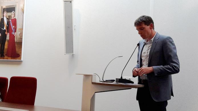 Harm Stuyt van de Katse Schoolvereniging richt zich tot de gemeenteraad van Noord-Beveland.