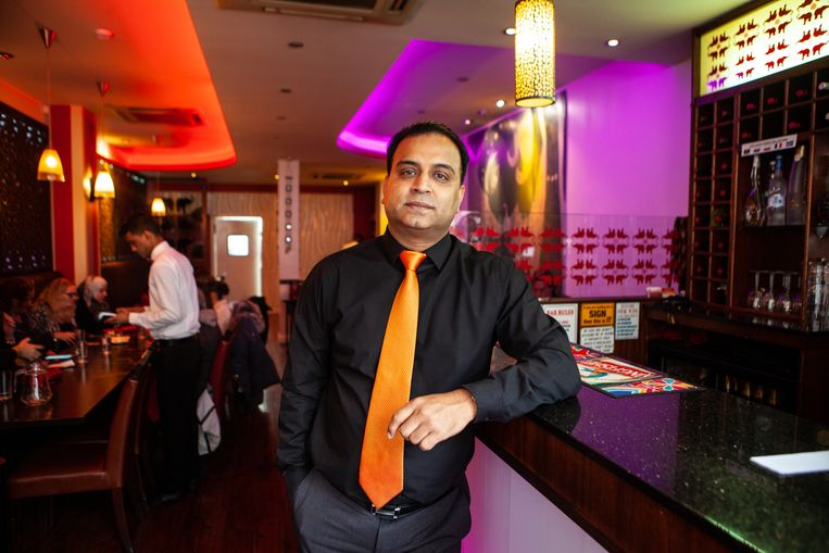 Kod Islam: 'Het gekke is dat iedereen in Groot-Brittannië van curry's houdt,' zegt de 43-jarige restauranthouder. 'Het probleem is dat niemand ze meer wil koken.' Beeld Antonio Olmos