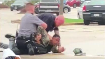 """17-jarige zwarte jongen krijgt zware klappen van politie """"omdat hij niet wilde weggaan"""""""