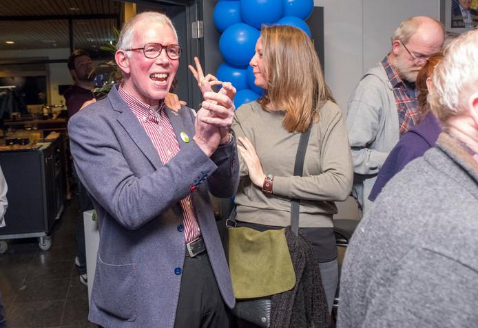 Verkiezingsavond: Rob Schuurman viert de winst van zijn partij GroenLinks.