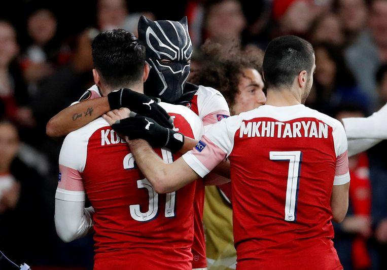 Aubameyang vierde z'n doelpunt door een superheldenmasker over zijn hoofd te trekken.