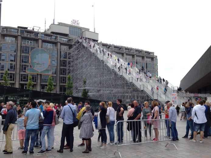 Voor De Trap in Rotterdam van Winy Maas uit Schijndel stonden afgelopen zondag honderden mensen te wachten.