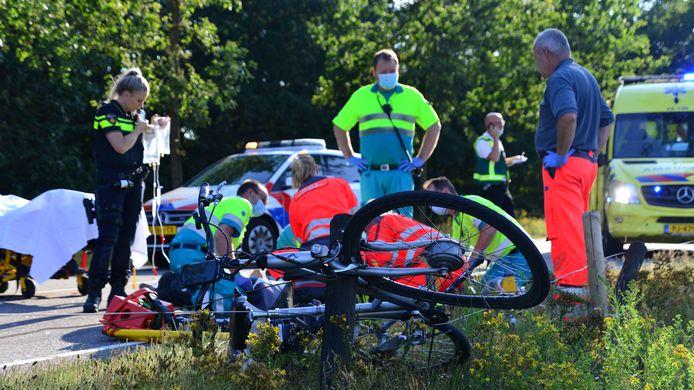 Fietsster aangereden door auto in Deurne.