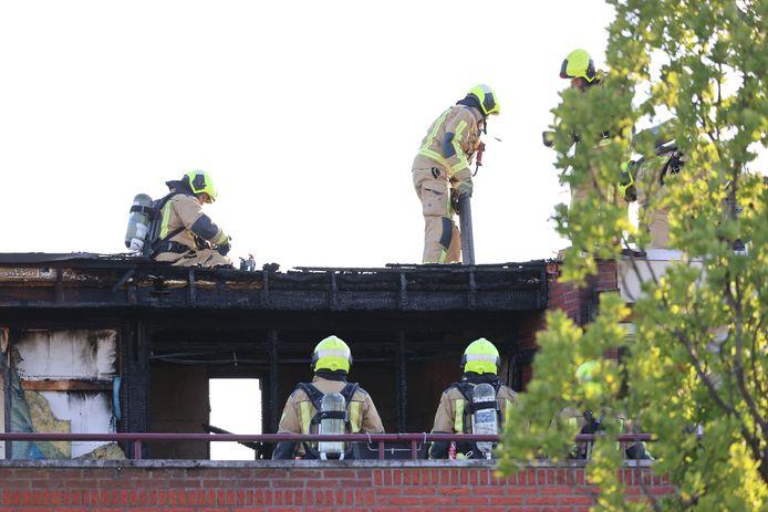 De brand heeft ook veel schade veroorzaakt bij de bovenburen van de familie Deli.