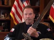 """Le message patriotique et violent de Schwarzenegger: """"Trump restera dans l'Histoire comme le pire président"""""""