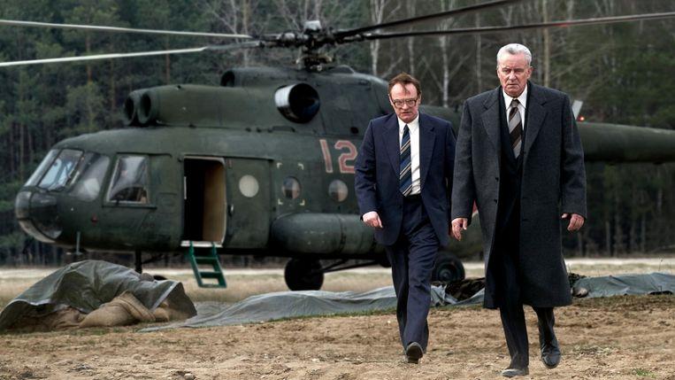 Jared Harris (links) en Stellan Skarsgard in Chernobyl. Beeld null