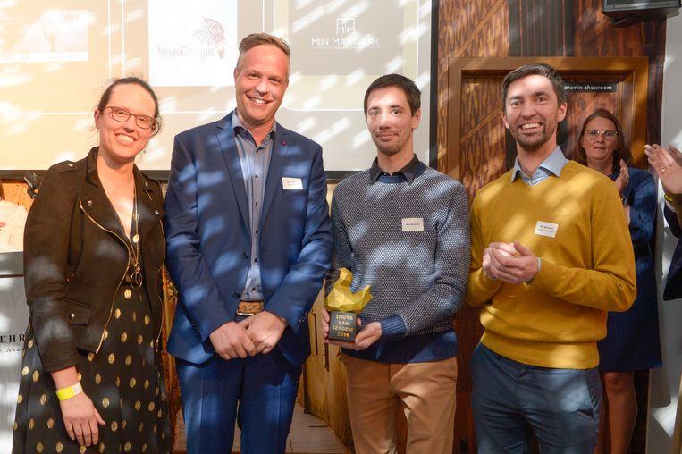 De mensen van Mijn Maatwerk en de andere genomineerden voor de Trots van Izegem-award voor Starter van het Jaar.