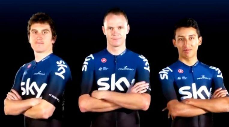 Geraint Thomas, Chris Froome en Egan Bernal stellen de nieuwe truitjes van Sky voor.