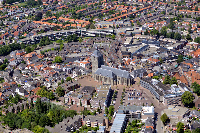 Oldenzaal vanuit de lucht gezien. Van de Twentse steden heeft de 'Boeskoolstad' de grootste bevolkingskrimp.