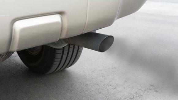 Dieselauto's zijn in ons land nog altijd enorm populair, maar blijken vervuilender dan vrachtwagens en bussen.