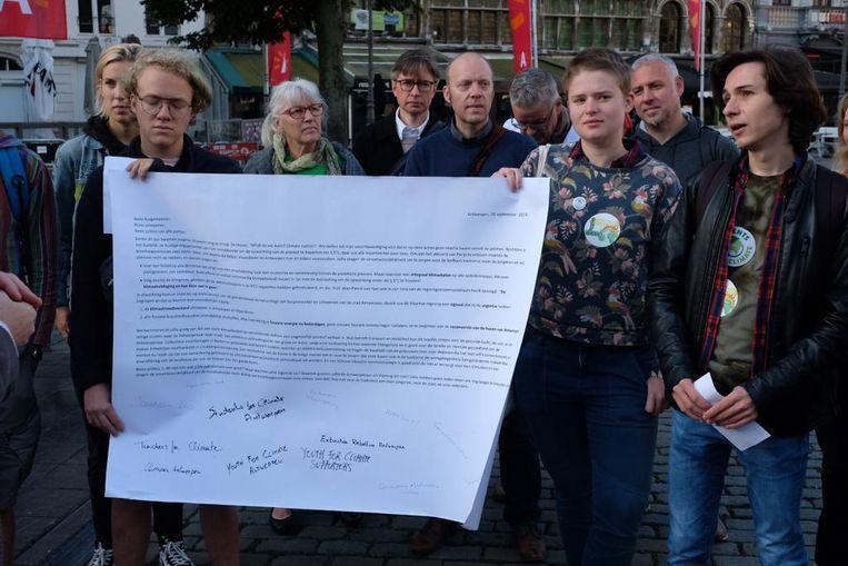 Students For Climate geven open brief aan Tom Meeuws
