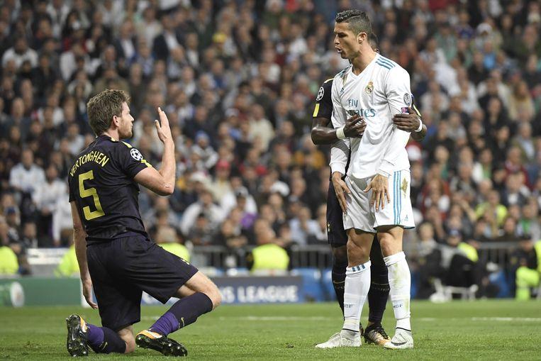 Vertonghen en Ronaldo hebben een woordenwisseling.