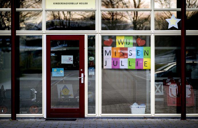 Alle scholen en kinderdagverblijven zitten sinds 16 maart dicht en blijven gesloten tot na de meivakantie.