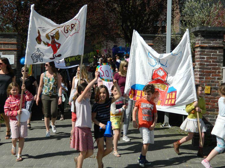 In het voorjaar trok er nog een protestmars door de straten van Vinderhoute, tegen het uitstellen van de bouwplannen.