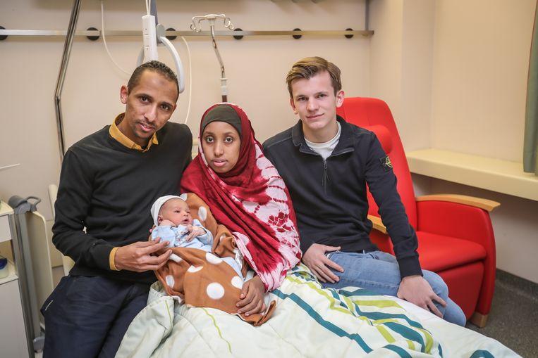 Thuur en de ouders Mohamed Fadumo Osman en Nur Jaylani en baby Shurahbil.