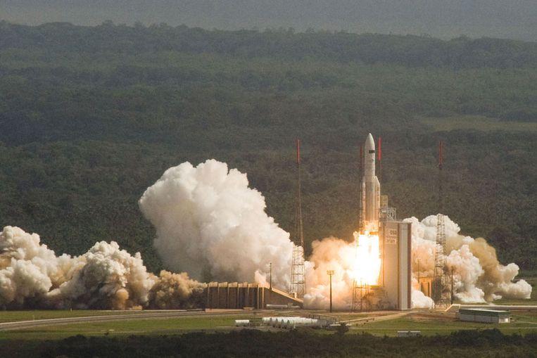 De Ariane-raket met de kunstmanen Herschel en Planck stijgt op van de basis van Arianespace in Kourou, Frans-Guyana. (Foto ESA) Beeld