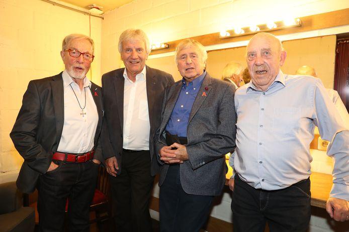De vier Strangers in 2017 bij de viering in De Roma. Bob Van Staeyen (rechts) overleed deze maand op 84-jarige leeftijd. Zijn laatste wens - een erkenning van hun iconisch nummer 'Antwaarpe' - is maandag gevolgd door de gemeenteraad.