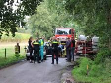 Auto's botsen frontaal op elkaar in Kootwijkerbroek: twee gewonden