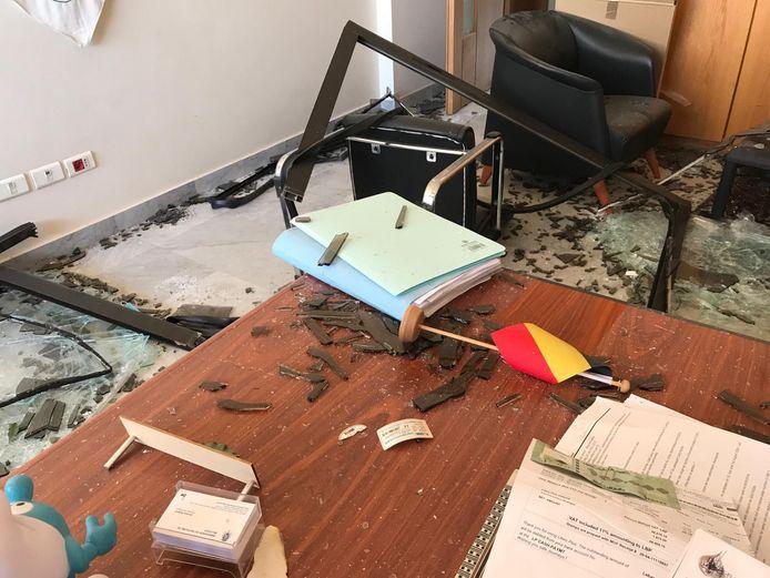 De Belgische ambassade in Beiroet ligt op anderhalve kilometer van de explosie, en is zwaar beschadigd.