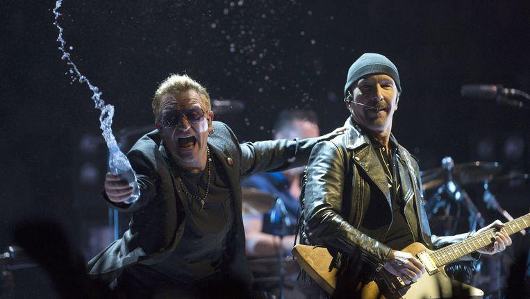 U2 tijdens een concert eerder dit jaar. Op 8, 9, 12 en 13 september staat de band in Ziggo Dome, Amsterdam. Beeld AP
