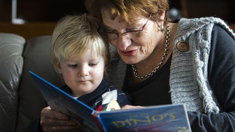 Oma past op de kleinkinderen: beboet voor fraude! Beeld Lex van Lieshout