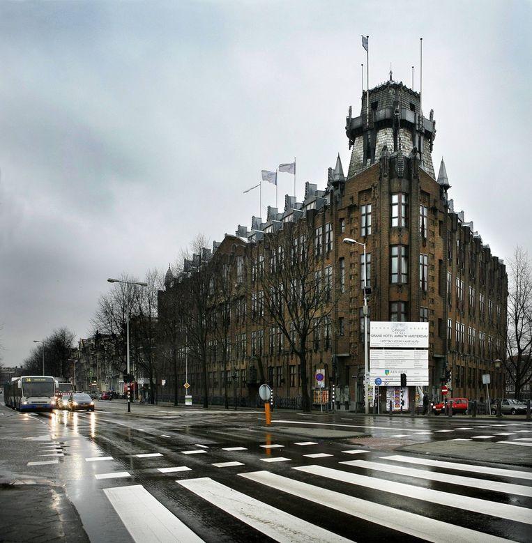 Archieffoto van de Prins Hendrikkade met rechts het Amrath Hotel. © Floris Lok Beeld