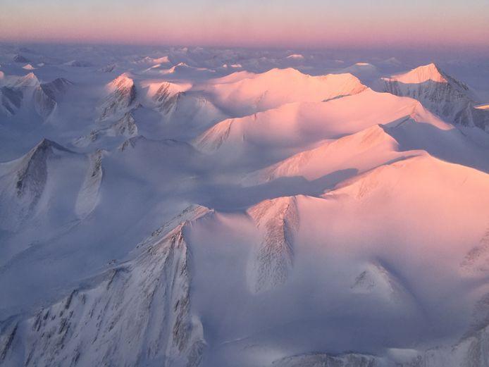 EPA De 4.000 jaar oude Milne Ice Shelf is gelegen aan de rand van Ellesmere Island. Het 4.000 jaar oude ijsplateau Milne Ice Shelf aan de rand van Ellesmere Island, op een door de NASA gemaakt beeld uit 2017.