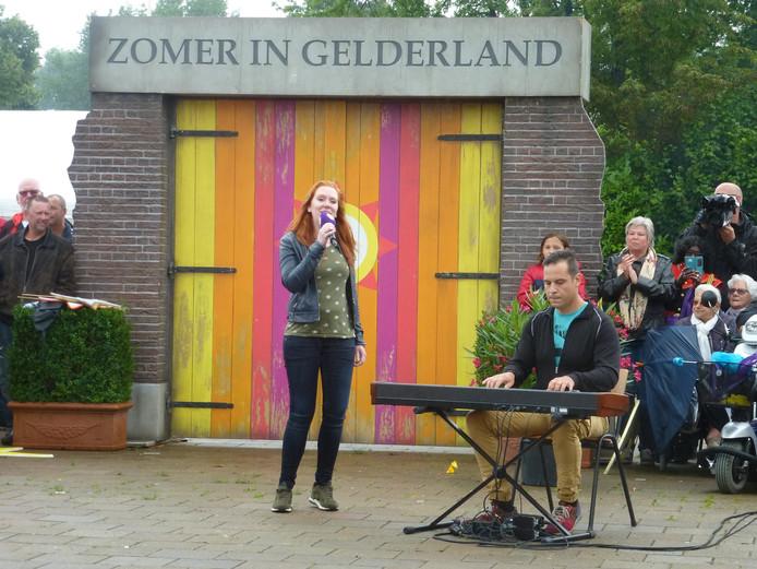 Door het uitvoeren van allerlei opdrachten voor en tijdens de live-uitzending van dinsdagavond op Omroep Gelderland werd er 760 euro verdiend.