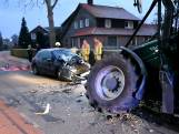 Frontale botsing met trekker in Den Ham: automobilist gewond