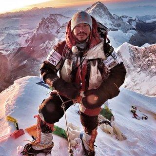 Sprint door zone des doods: hij wil 14 Himalayapieken in recordtijd bedwingen